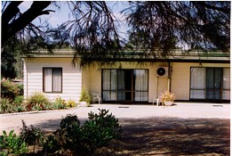 Casuarina Cabins - Accommodation Airlie Beach