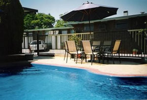 Sun Centre Motel - Accommodation Airlie Beach