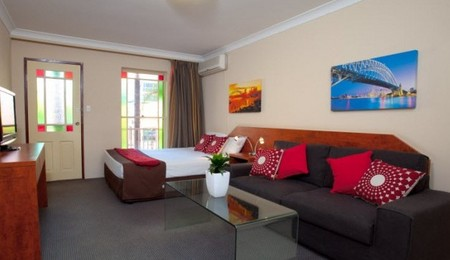 Central Railway Hotel - Accommodation Airlie Beach