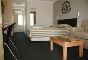 Queensgate Motel - Accommodation Airlie Beach