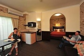 Highlander Motor Inn And Apartments - Accommodation Airlie Beach
