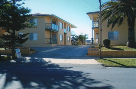 AA Madalena Court Holiday Apartments - Accommodation Airlie Beach