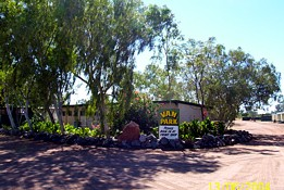 Threeways Roadhouse Tourist Park - Accommodation Airlie Beach