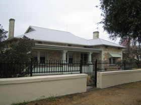 Naracoorte Cottages - MacDonnell House - Accommodation Airlie Beach