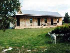 Mt Dutton Bay Woolshed Heritage Cottage - Accommodation Airlie Beach