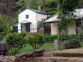 Stoneybank Settlement Cottages - Accommodation Airlie Beach