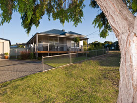 Serenity Holiday House - Accommodation Airlie Beach