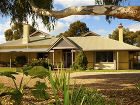 Whistler Farm - Accommodation Airlie Beach