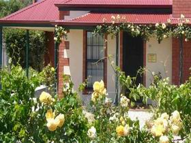 Wine And Roses Bed And Breakfast - Accommodation Airlie Beach