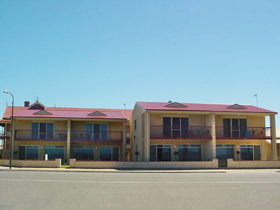 Tumby Bay Hotel Seafront Apartments - Accommodation Airlie Beach