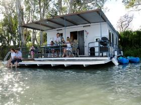 The Murray Dream Self Contained Moored Houseboat - Accommodation Airlie Beach