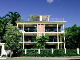 Cairns Beachfront Apartment - Accommodation Airlie Beach