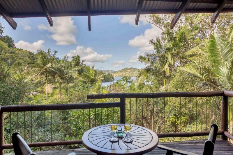 Secrets on the Lake - Accommodation Airlie Beach
