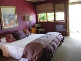 French Cottage and Loft - Accommodation Airlie Beach