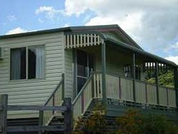 Halls Country Cottages - Accommodation Airlie Beach