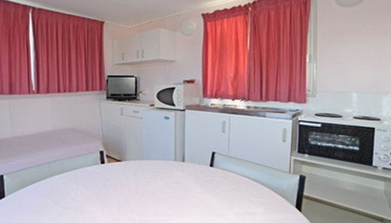 Aukaka Caravan Park - Accommodation Airlie Beach