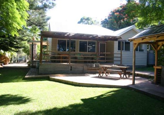 Pine Cottage - Accommodation Airlie Beach