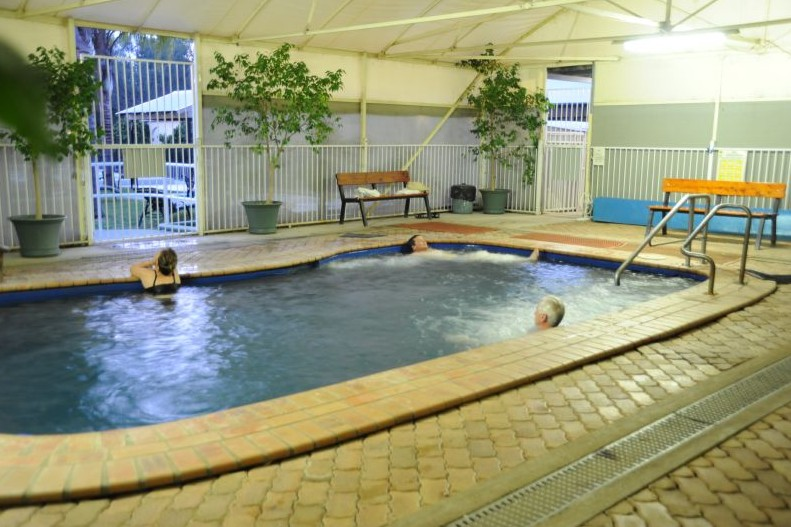Artesian Spa Motel - Accommodation Airlie Beach