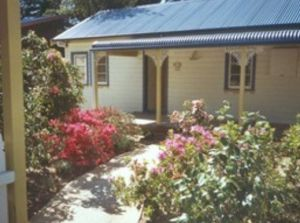 AppleBlossom Cottage - Accommodation Airlie Beach