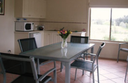 Burns B and B and Yabby Farm - Accommodation Airlie Beach