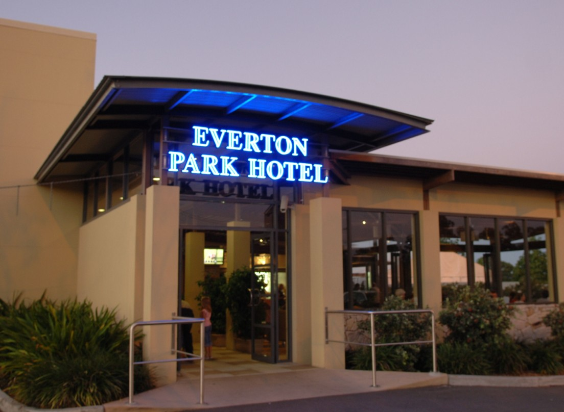 Everton Park Hotel - Accommodation Airlie Beach