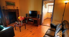 Apple Blossom Cottage - Accommodation Airlie Beach
