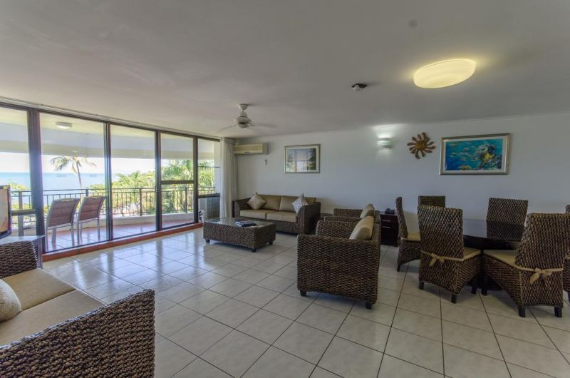 Roydon Beachfront Holiday Apartments - Accommodation Airlie Beach