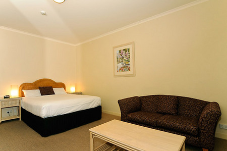 Quality Hotel Tiffins on the Park - Accommodation Airlie Beach