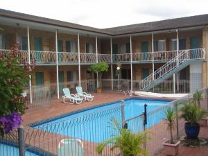 The Coasters Motel - Accommodation Airlie Beach