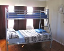 Surf N Sun Beachside Backpackers - Accommodation Airlie Beach