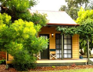 Mountain View Motor Inn and Holiday Lodges - Accommodation Airlie Beach