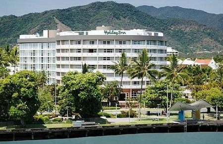Holiday Inn Cairns - Accommodation Airlie Beach