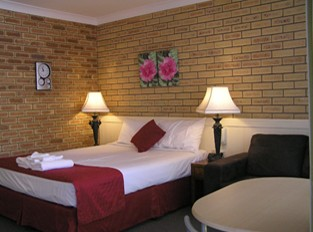 Blue Violet Motor Inn - Accommodation Airlie Beach