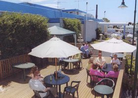 Top Of The Town Hotel - Accommodation Airlie Beach