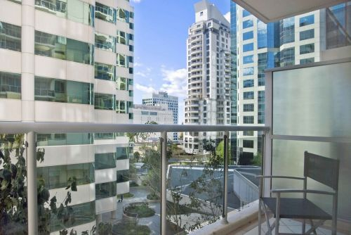 Astra Apartments - Chatswood - Accommodation Airlie Beach