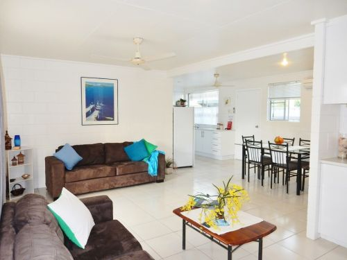Lucinda Holiday Rentals  - Accommodation Airlie Beach
