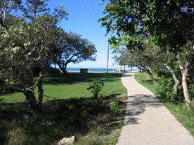Raintrees On Moffat Beach - Accommodation Airlie Beach