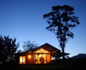 Promised Land Cottages - Accommodation Airlie Beach