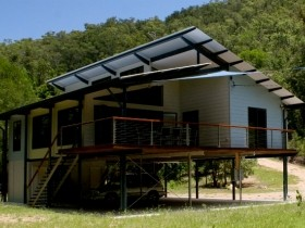 Creek Valley Rainforest Retreat - Accommodation Airlie Beach