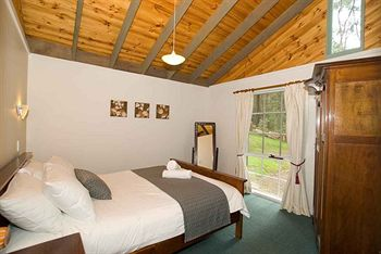 Hill aposNapos Dale Farm Cottages - Accommodation Airlie Beach