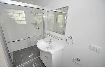 Balmain 4 Mont Furnished Apartment - Accommodation Airlie Beach