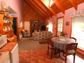 Rosebank Cottage Collection - Accommodation Airlie Beach