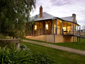 Longview Vineyard Homestead - Accommodation Airlie Beach
