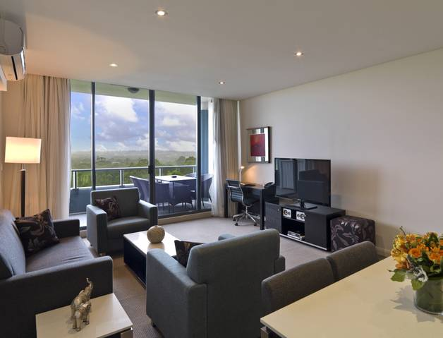 Meriton Serviced Apartments Danks Street Waterloo - Accommodation Airlie Beach