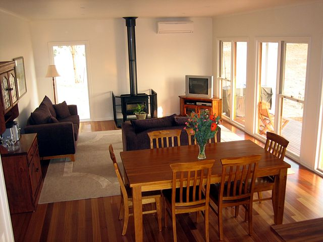 Strath Valley View B and B - Accommodation Airlie Beach