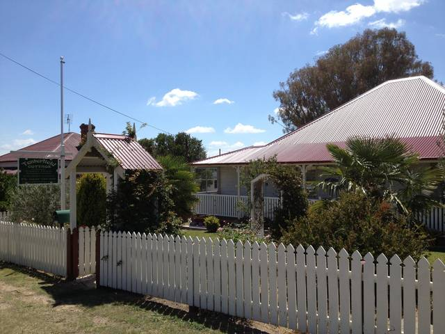 Tenterfield Luxury Historic c1895 Cottage - Accommodation Airlie Beach