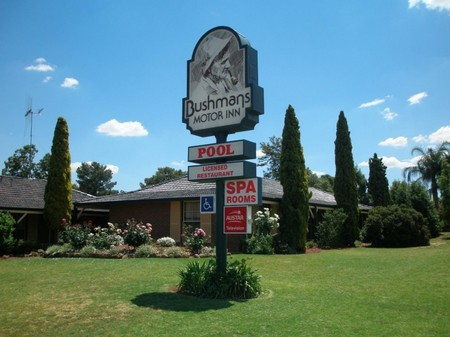 Bushmans Motor Inn - Accommodation Airlie Beach