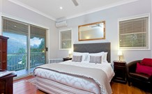 The Acreage Luxury BB and Guesthouse - - Accommodation Airlie Beach