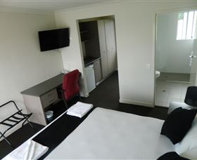 Dooleys Tavern and Motel Springsure - Accommodation Airlie Beach