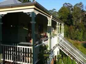 The Sanctuary Springbrook. Guest House / Cottage - Accommodation Airlie Beach